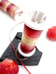 Bobine de rhubarbe de Laure-Anne Caillaud  / #food_design, design culinaire