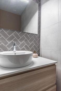 Useful Walk-in Shower Design Ideas For Smaller Bathrooms – Home Dcorz Bathroom Trends, Bathroom Wall Decor, Bathroom Styling, Bathroom Interior Design, Bathroom Renovations, Bathroom Furniture, Bathroom Ideas, Bathroom Lighting, Bathroom Wall Panels