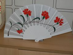 Paper Fans, Hand Fan, Home Appliances, Diy, Accessories, Hand Fans, Amor, Drawn Thread, Photo Gallery Walls