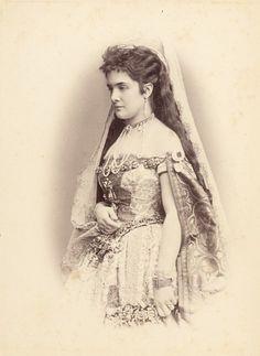 Leontine von Khevenhüller-Metsch princesse Furstenberg (1843-1914), mariée le 23 mai 1860 à Charles Egon, Prince de Fürstenberg (1820-1873) puis Emil Egon von Fürstenberg (1825-1899) le 31 mai 1875 à Prague