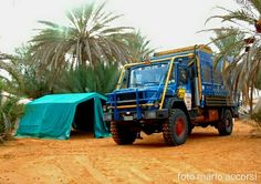 Today I jump back, a few years ago with my first truck in the tunisian desert, in December, it's very cold at night, with the mess tent pass pleasant evenings warm with friends