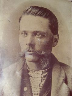 Jesse James, in his mid-twenties. Kinda looks like John Schneider…) Vintage Pictures, Old Pictures, Old Photos, Gangsters, Wild West Outlaws, Famous Outlaws, American Frontier, Cowboys And Indians, Jesse James