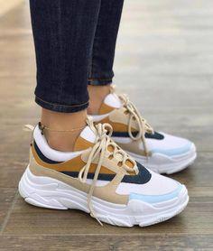 Casual Sneakers, Sneakers Fashion, Fashion Shoes, Hype Shoes, Fresh Shoes, Balenciaga Shoes, Estilo Fashion, Pretty Shoes, Baskets