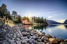 Albe o tramonti a #Riva del #Garda... sempre uno spettacolo [#foto Mattia Bonavida] #LagoDiGarda #VisitLagoDiGarda