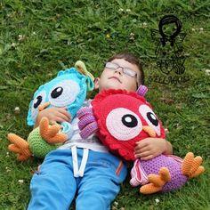 Sovička do postýlky - návod 171 hračka polštář sova sovička návod na háčkování nellagold háčkovaná sova Crochet Patterns Amigurumi, Crochet Toys, Diy And Crafts, Handmade Items, Dolls, Knitting, Kids, Animals, Tricot