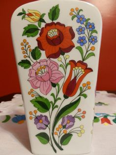 şişe Folk Art, Embroidered Pillows, Hungarian Embroidery, Painted Flower Pots, Psp, Porcelain Ceramics, Wine Tasting, Embroidery Patterns, Diy And Crafts