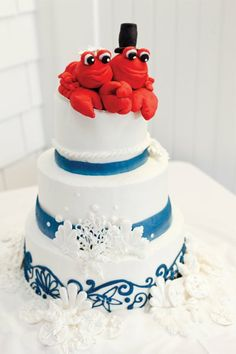 Nothing says MAINE like these adorable lobsters. Baker: Let Them Eat Cake. Photo: Kate Baker Photography See more cakes at: http://realmaineweddings.com/Planning-Tools/Maine-Cakes.aspx