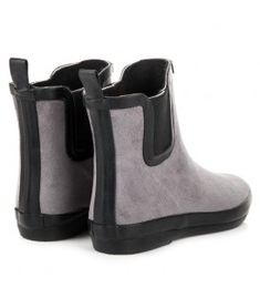 Wellingtons are still shoes that are not very appreciated because of their design and the material they were made of. Kylie offers women a unique model of wellies that were made Leather Wellies, Suede Leather, Ladies Wellies, Types Of Heels, Rainy Weather, Low Boots, Shoe Collection, Kylie, Rubber Rain Boots