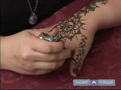 How to Do Henna Tattoos : How to Draw Vines with Henna