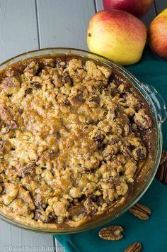 Caramel Apple-Pecan Streusel Pie via @introvertbaker