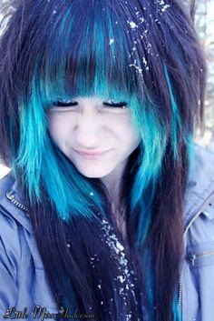 girls with short black blue hair | Posted on November 18th at 5:50 PM Cute Everyday Hairstyles, Fancy Hairstyles, Blue Brown Hair, Pelo Emo, Soft Grunge Hair, Emo Scene Hair, Heart Hair, Dream Hair, Crazy Hair