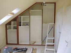 Precíz Asztalos - Belsőépítészet, bútorgyártás, asztalos munkák - Egyszerűtől a Luxusig: Tetőtéri beépített szekrény