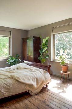 A Moody Mid-Century Modernist Maisonette – Design*Sponge Home Bedroom, Bedroom Furniture, Bedroom Decor, Bedroom Ideas, Bedroom Lighting, Bedroom Inspo, Master Bedroom, Bedrooms, Home Design