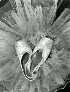 ballet shoes and tutu Ballet Images, Ballet Photos, Shall We Dance, Just Dance, Pointe Shoes, Dance Shoes, Toe Shoes, Shoes Pic, Wedding Toes