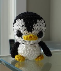 Free penguin pattern auntie @Shelli Moore Cambronero H can you make me one of these?! lol
