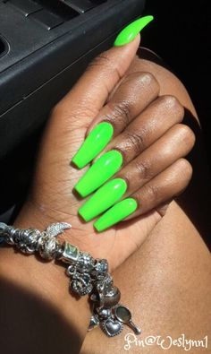 Lime Green Omg I Love That Color The Nails Are Just Too Long