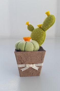 Felt cactus, Felt pincushion, Faux cactus, Faux succulent, Desert plants, Stuffed cactus, Potted plant, Small décor, Cute plant, Gift plants