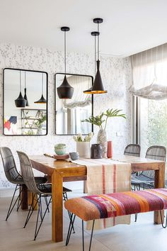 Among many interior designs that you can choose, the eclectic design might interest you. Check out these eclectic dining room ideas that'll stun you! Home Decor Trends, Home Decor Inspiration, Design Inspiration, Sweet Home, Bright Decor, Dining Room Design, Kitchen Design, Modern Interior Design, Eclectic Design