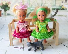 Платья на кукол 12 см модель Еви от симба платья связаны крючком из 100% хлопка отделка атласные ленты, катушечные хлопковые / 150р
