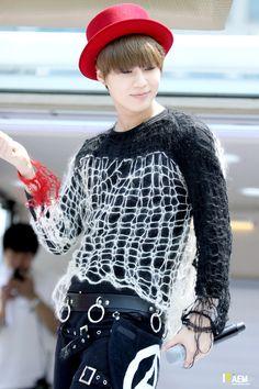 Taemin (SHINee) @ All Smile Show 13.05.08 ~  Source : http://itaemin.com/