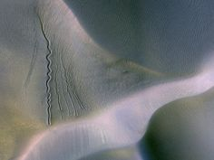 A piece of Mars: On martian dunes it's all about lines, lines, lines. The prominent wavy ones on the left are thought to be erosional scars ...