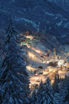 Beautiful village in Gerola Alta, Italian Alps (by Lorenzo Manni on Winter Szenen, I Love Winter, Winter Magic, Winter Time, Beautiful World, Beautiful Places, Reisen In Europa, Snow Scenes, Winter Pictures
