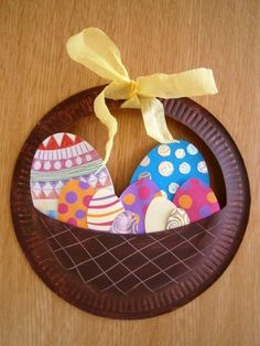 making Easter baskets with paper plate Easter eggs paper  #baskets #easter #making #paper #PapierBastelideen #plate