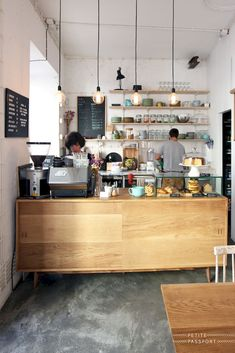 50 Gorgeous Home Bar And Coffe Table Design Ideas - Small coffee shop - Design Coffe Table Design, Coffee Shop Interior Design, Coffee Shop Design, Cozy Cafe Interior, Cozy Coffee Shop, Small Coffee Shop, Coffee Shops, Mini Cafeteria, Cafeteria Design
