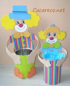 Vamos reciclar latas e fazer lembrançinhas? Simplesmente fantástico este projecto que vi no Cacareco.net.  Façam palhaços em EVA, em lat... Kids Crafts, Clown Crafts, Circus Crafts, Carnival Crafts, Tin Can Crafts, Easy Paper Crafts, Cute Crafts, Preschool Crafts, Diy And Crafts