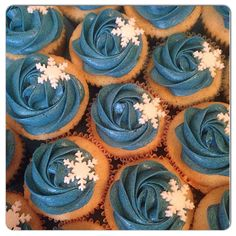 Snowflake cupcakes to go with a Frozen themed cake