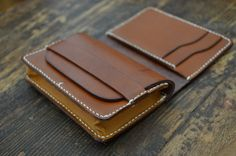 After months of development here it is - M.E.S Gusset Wallet - prototype. Made of almond and walnut Vegetable tanned cowhide, hand sewn MXS