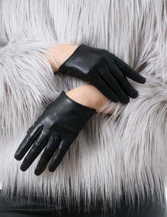 Cuero de oveja genuino Fashion Runway Celebrity modelo Scoop guantes de muñeca   material: cuero de cordero genuino juego de 1 par: guantes izquierdo y derecho color: negro  2 tallas: (1) M (encaja en la palma de 18cm)----dedo medio 8.5 cm (2) L (encaja en la palma de 19 cm)----dedo medio 9cm   *