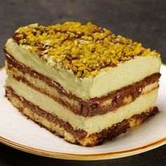 Pistacchiomisù with Nutella - Take the taste of pistachio, combine it with the flavor of the most loved hazelnut cream in the wor - Bakery Recipes, Easy Cake Recipes, Gourmet Recipes, Sweet Recipes, Dessert Recipes, Cooking Recipes, Delicious Desserts, Yummy Food, Food And Drink