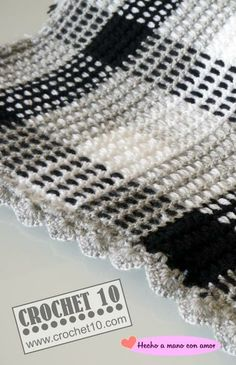 Crochet blanket, made by Toñi. Free pattern on - Hogar Plaid Crochet, Crochet Yarn, Crochet Stitches, Knitting Yarn, Crochet Afghans, Afghan Crochet Patterns, Blanket Crochet, Yarn Projects, Crochet Projects