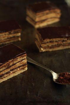 Opera Cake - Modern Taste - fotografia kulinarna i przepisy Just Desserts, Dessert Recipes, Elegant Desserts, French Desserts, Opera Cake, Tooth Cake, Cookie Cake Pie, French Patisserie, Chocolate Sweets