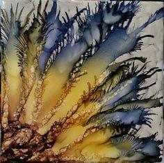 Flor en la tinta de alcohol en el azulejo::