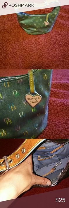 🎁 SALE 🎁 💕 Dooney and Bourke small hand bag 💕 Cute Small Dooney and Bourke Purse about 10in across 5 1/2 wide about 7 in deep. Nice little purse. Extra key hook inside. Brown belt strap. Dooney & Bourke Bags
