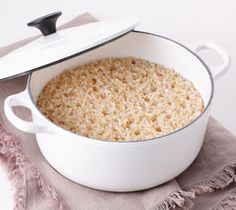 お鍋で炊くおいしい玄米。 健康的に、ふっくらと炊き上がります。 材料 炊飯量の目安:水の分量は米1:水1.4~1.5が基本 作り方 玄米を洗い、1時間以上水に浸しておく。ザルに上げ、水気をきる。 鍋に玄米と分量の水を入れ