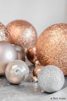 Hello, esteemed ones, our theme is: *:✧・ HOLIDAY GOLD, SILVER, OR COPPER SHADES ・✧・:*​. Themes now change MONDAY p.m. and FRIDAY a.m. As this is the last Christmas theme, I wish all a Great New Year. I hope my group members are looking forward to Pinterest in 2015!! Thanks to all from your group creator...Kate...(image from: Koper en glitters)