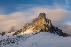ALONE IN THE SUN GIAU PASS  Shot whit #sonya6500 and 24-70mm F4.0  Pazienza è quella che ci permettere di resistere infiniti attimi in mezzo alla neve al freddo colpito da un forte vento tagliente che ti taglia pelle e labbra. Ma tutto questo ha uno scopo portare a casa il proprio risultato.  #nature #natura #passogiau #giaupass #dolomiti #dolomites #italia #italy #cortinadampezzo #montagna #mountains #dolomia #longexposure #veneto #veneto_in #venetofoto #igveneto #volgoveneto #yallersveneto…