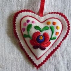 Hand embroidered filled felt heart with hanging tab Red felt backing long These hearts are embroidered by women from a folk art co- operative in Christmas Embroidery Patterns, Felt Embroidery, Embroidery Patterns Free, Learn Embroidery, Felt Applique, Embroidery Designs, Christmas Hearts, Christmas Images, Felt Christmas Decorations