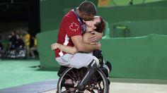 Los Juegos Paralímicos de Río de Janeiro llegaron a su fin y ofrecieron algunos momentos impresionantes. Uno de ellos se vio en los últimos días y enamoró a todo el mundo. Es el de un beso entre dos...