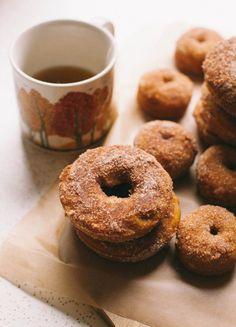 Baked Pumpkin Cinnamon Sugar Donuts | The Baking Bird