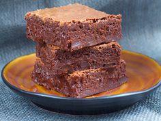 Verdens beste brownies. Makan til god kake! Jeg tror hemmeligheten bak en kjempegod brownies er at den inneholder mye sjokolade. … Beste Brownies, Pavlova, Sweet Desserts, Banana Bread, Beverages, Food And Drink, Cookies, Chocolate, Baking