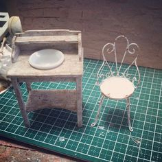 138 отметок «Нравится», 27 комментариев — ゆき❤ (@yukitsplace) в Instagram: «#miniature#antique#washstand#handmade#ミニチュア#ウォッシュスタンド#ガーデンチェア#garden#chair#handmade…»