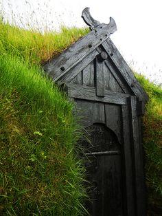 Viking Age house at Þjóðveldisbærinn by velostricken, via Flickr