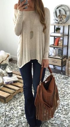Look at our simplistic, relaxed & effortlessly cool Casual Fall Outfit inspiring ideas. Get inspired with these weekend-readycasual looks by pinning one of your favorite looks. casual fall outfits for women over 40 Mode Outfits, Casual Outfits, Fashion Outfits, Womens Fashion, Fashion Trends, Fashion News, Fall Winter Outfits, Autumn Winter Fashion, Spring Outfits