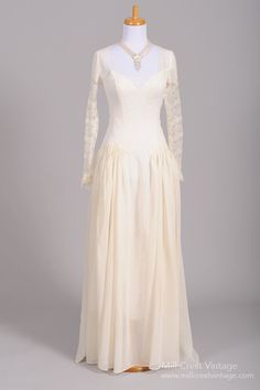 1940 Dotted Swiss Lace Vintage Wedding Gown Designed in the this spectacular vintage wedding gown is done in a sheer dotted Swiss organdy blend with lace in t. Vintage Gowns, Vintage Bridal, Vintage Outfits, Vintage Fashion, 1940's Fashion, Vintage Clothing, Vintage Couture, Dress Vintage, Vintage Lace