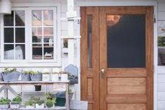 水玉ガラスの店舗ドア