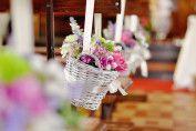 #Dekoracje ślubne: dekoracja kościoła #koszyczki